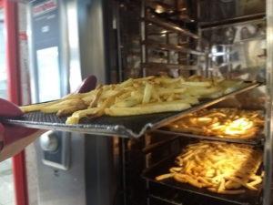 batata sem culpa (batatinha sem fritura) feita no forno combinado do restaurante Tia Zarica BH Floresta self service